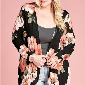 Other - PLUS🎱 Cardigan floral print